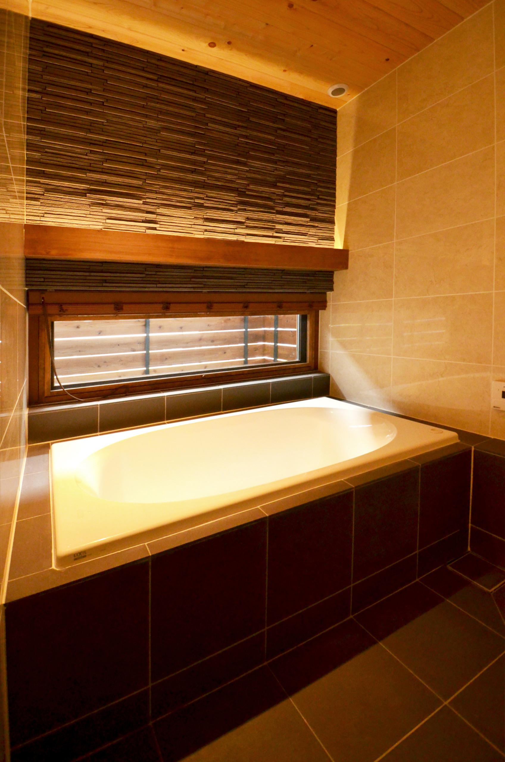 タイルで仕上げた在来浴室