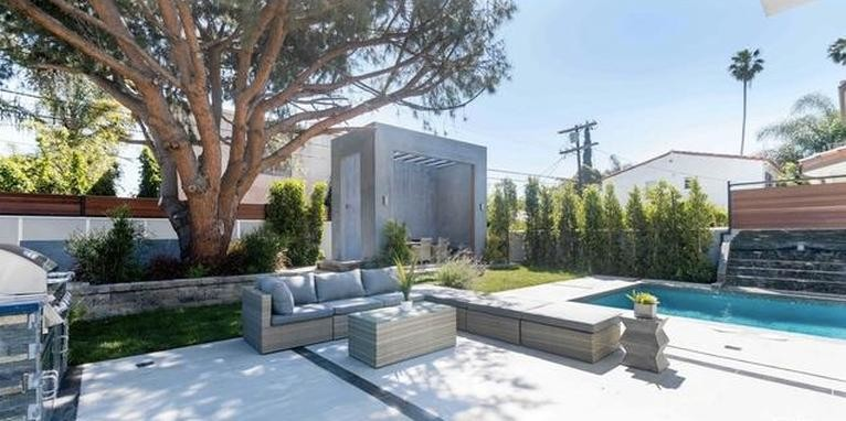 Pool renovation and backyard remodeling in Woodland Hills