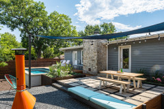 Yard of the Week: Midcentury-Inspired Lounge for Relaxing