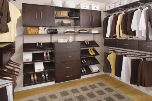 Organized Walk In Closet Modern Closet