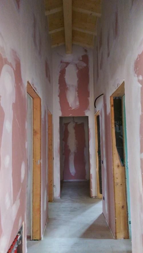 Come illuminare il mio salotto e corridoio con il soffitto for Illuminazione taverna