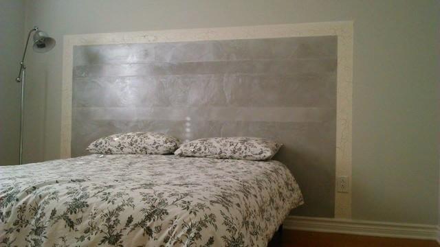 Tête de lit en stuc marmorino et craquelé gris ciré argenté