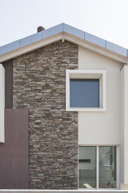 Montebelluna rivestimento esterno case singole moderno - Piastrelle rivestimento esterno ...