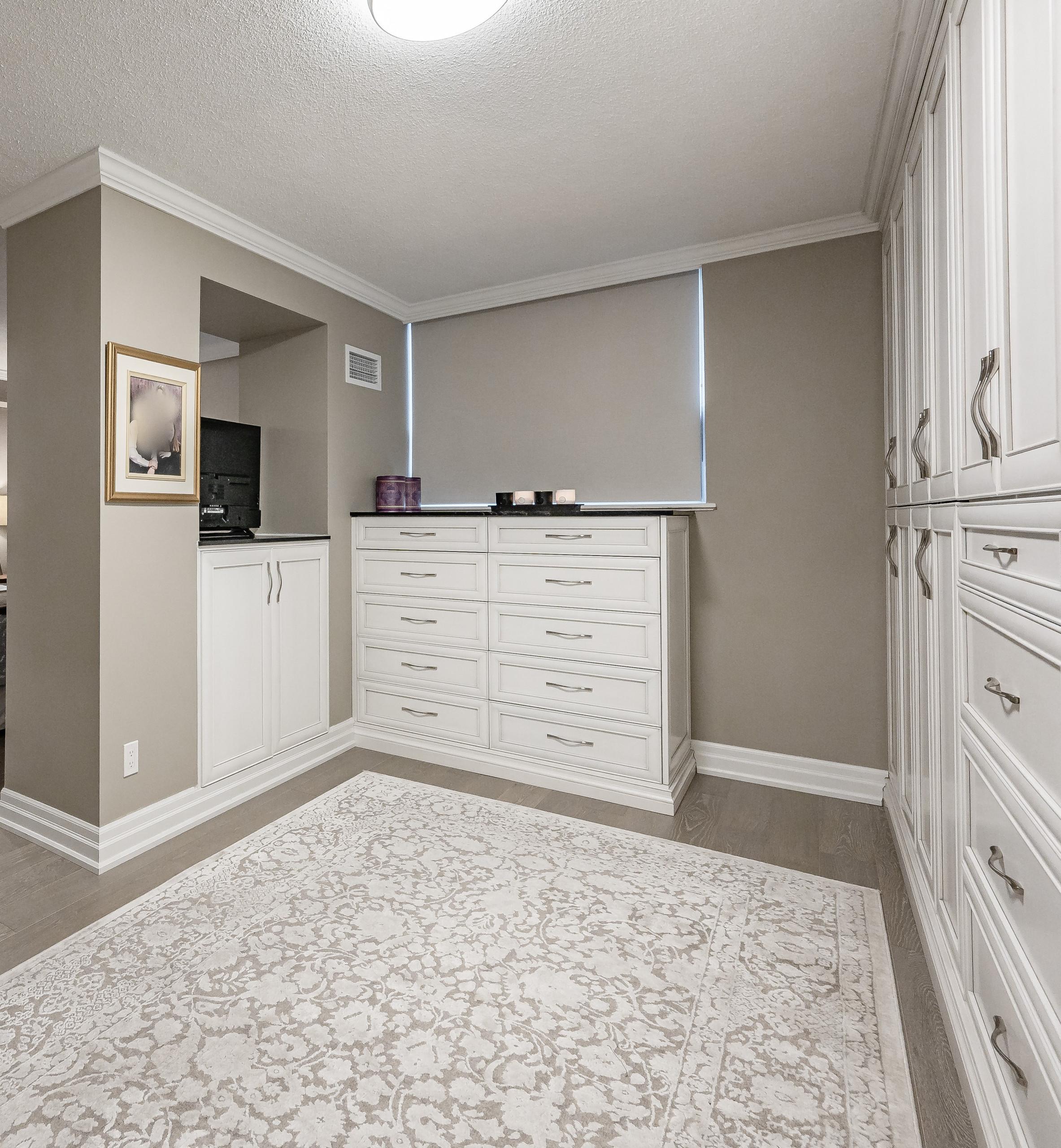 Condo renovation, kitchen, bathroom, living room, bedroom, laundry - Burlington