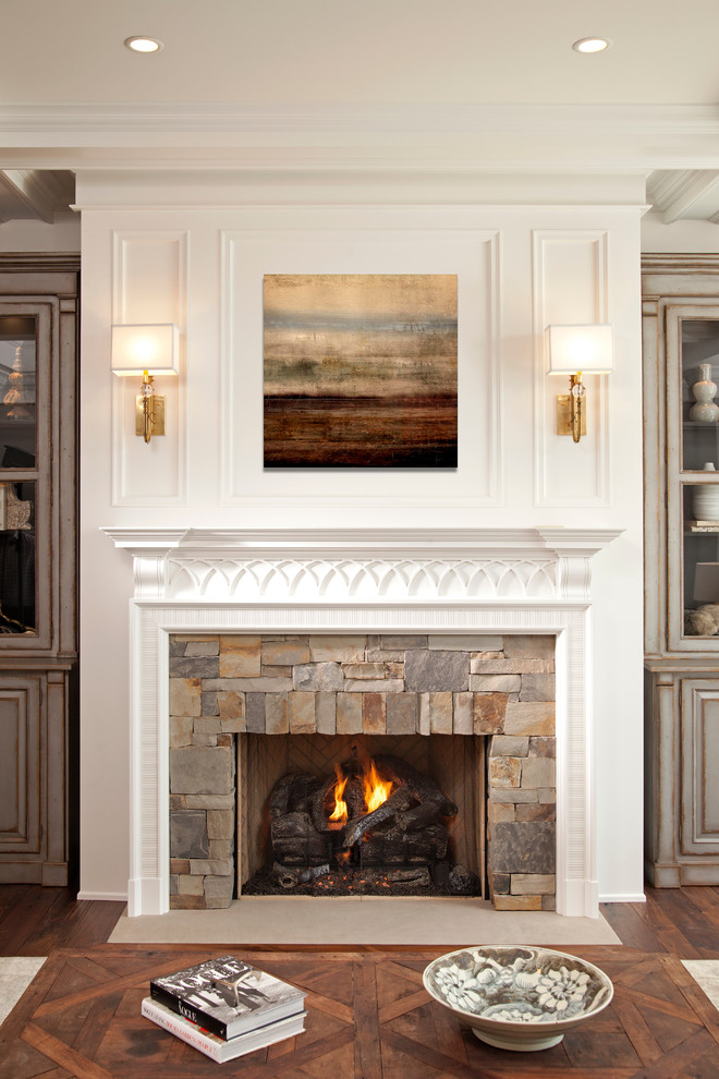 Example of a transitional home design design in Minneapolis