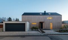 Ein reduzierter Neubau aus Holz im Namen der Nachhaltigkeit
