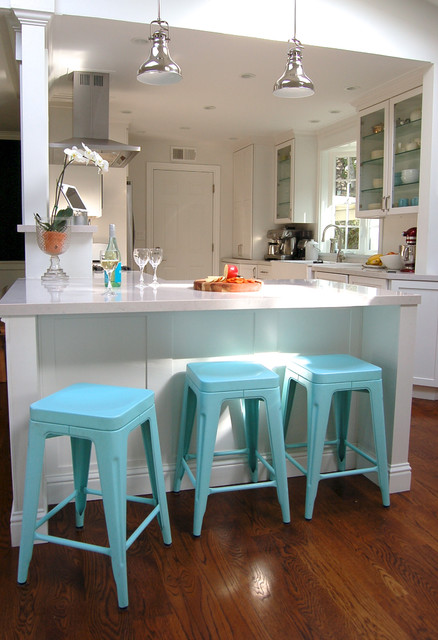 Attrayant White Kitchen With Aqua Accents Contemporary Kitchen
