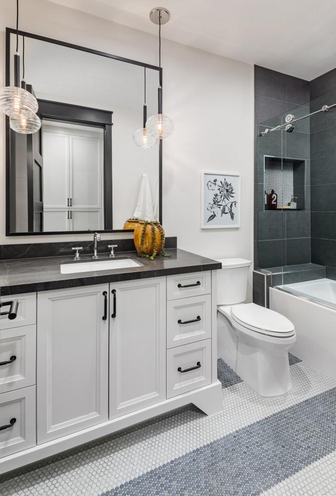 Farmhouse bathroom photo in Phoenix