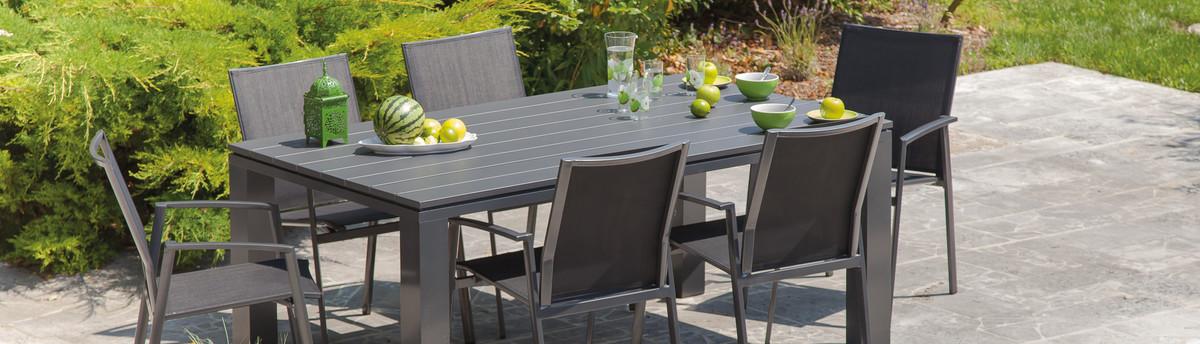 aménagement d'un salon de jardin avec du mobilier ozalide