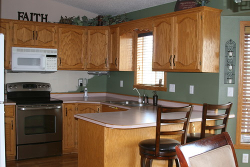 golden oak kitchen cabinets golden oak everywhere help 15957