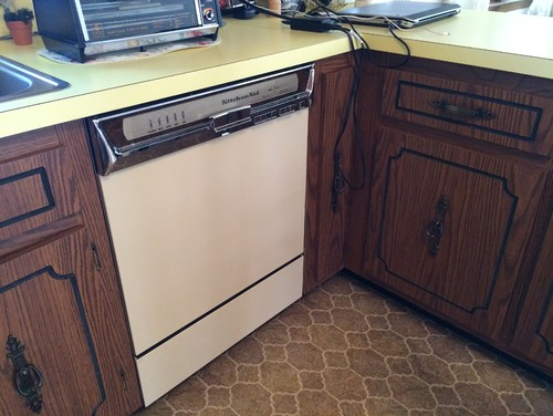 How to reface formica cabinets home for Can you paint formica kitchen cabinets