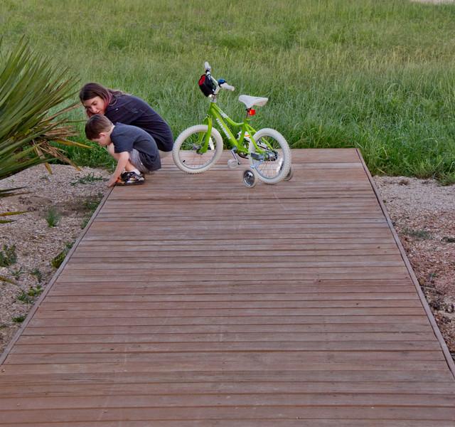 Example of a minimalist deck design in Austin