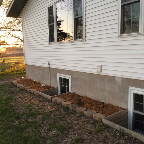 We Have A White House With Hunter Green Trim I Want To Paint The Foundation Blocks But Not Sure What Color