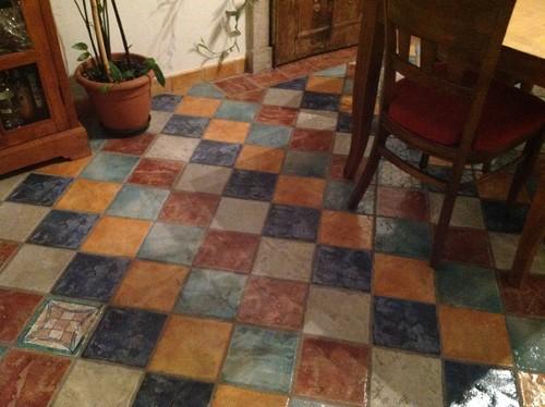 consiglio per arredare zona cucina soggiorno con pavimento colorato e - Soggiorno Cucina Con Camino