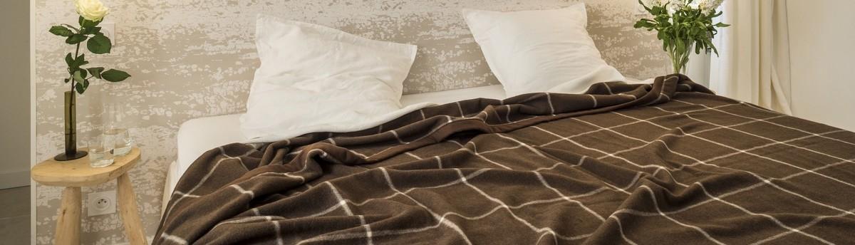 brun de vian tiran l 39 isle sur la sorgue fr 848020. Black Bedroom Furniture Sets. Home Design Ideas