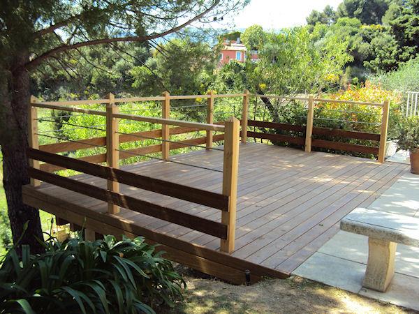 Terrasse sur pilotis nice en bois exotique cumaru for Terrasse pilotis bois