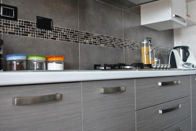Cucina con antina in polimerico rovere grigio - Moderno - Torino ...