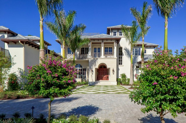 Inspiration for a tropical home design remodel in Miami
