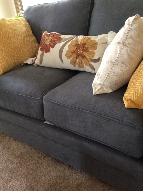 Blue Couch Pillow Ideas: I need ideas for throw pillows for grayish blue couch,