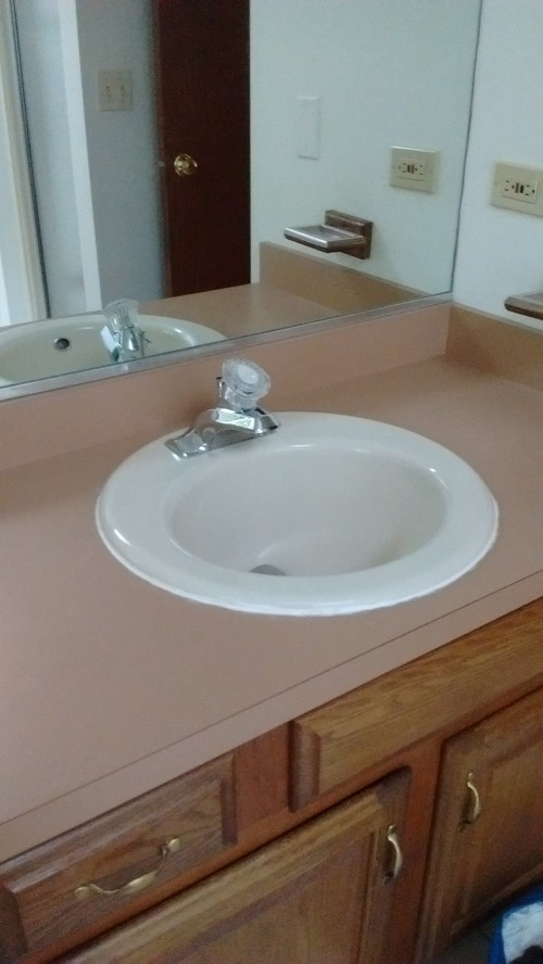 Paint color for 80s coral tile bathroom