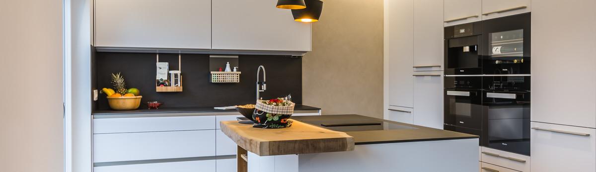 Moderne Mit Wohnlichkeit Grifflose Kuche Taupefarben