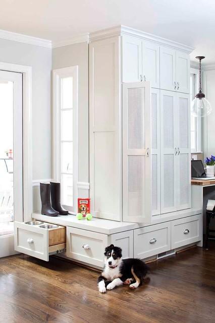 Home design - mid-sized transitional home design idea in Atlanta