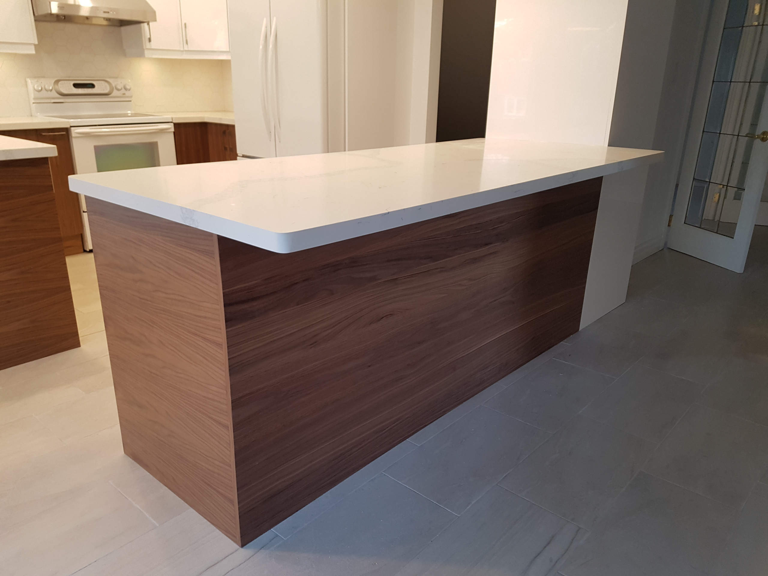 High Gloss Kitchen with 2 Peninsula's