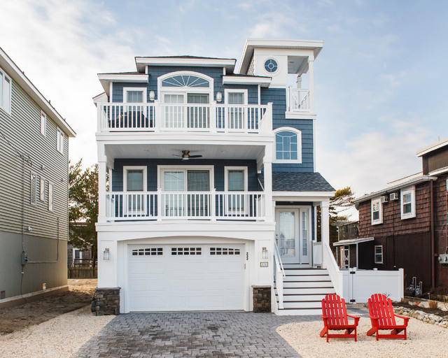 Narrow lot beach home beach style new york by for Narrow beach house