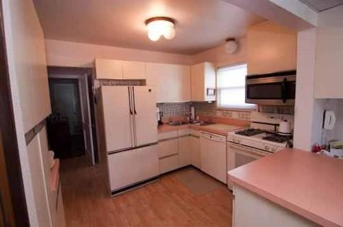 Kitchen Counter Top Help! Their Pink!