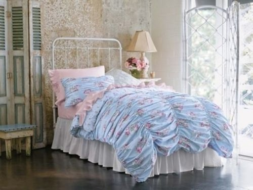 Paint Color Ideas For This Shabby Chic Bedding