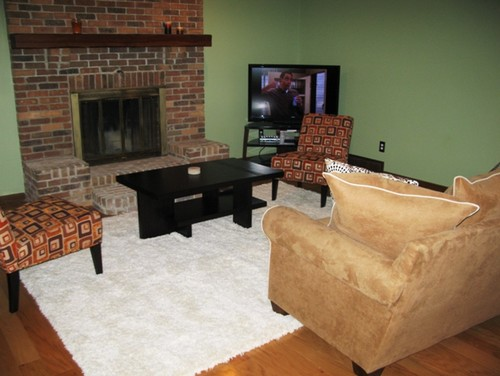 How to arrange furniture around fireplace and corner tv for Family room furniture layout tv fireplace