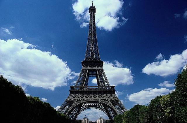 The eiffel tower paris wallpaper wall mural self for Eiffel tower wallpaper mural