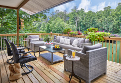Houzz Tour: Modern Decor for a Casual Lake House