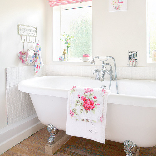 freestanding vintage bath- idealhome eclectic bathroom