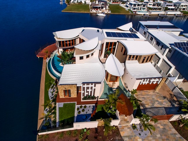 Waterfront House - Pelican Waters tropical-exterior