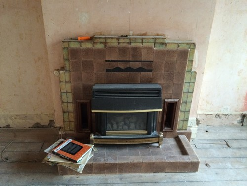 Need help with this 1940s fireplace