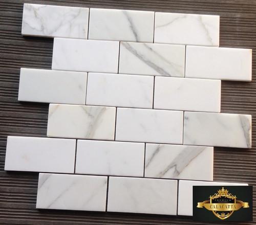 Calacatta Gold Marble Subway Tile : Honed or polished calacatta gold backsplash