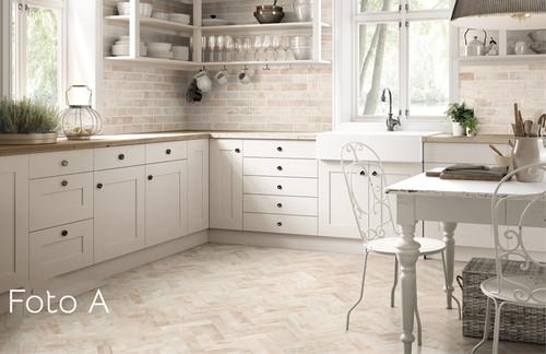 foto di rivestimento cucina di piastrelle 10x10 : Abbinamento piastrelle cucina pavimento/rivestimento country chic