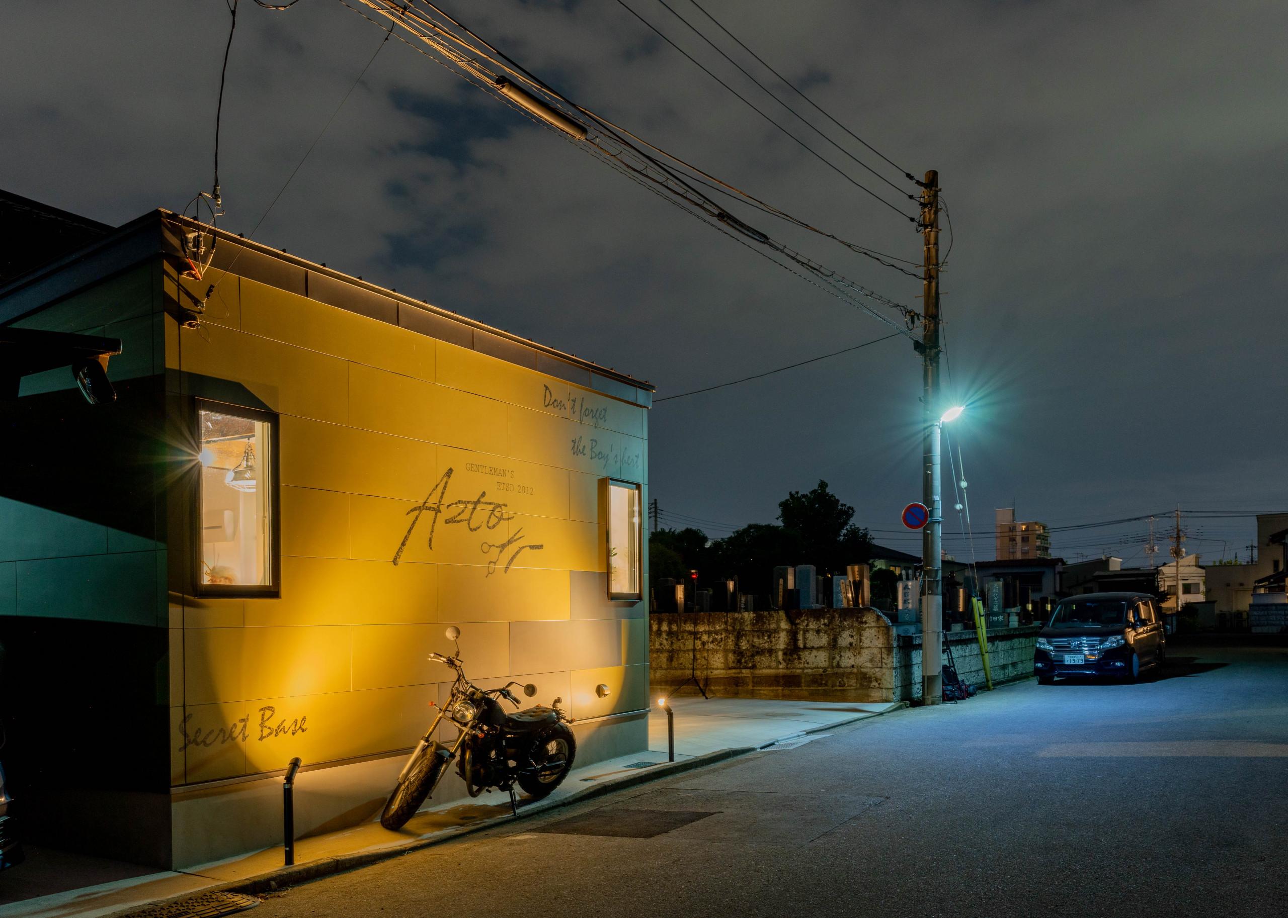 メンズカットサロン「AZTO」(夜 外観)