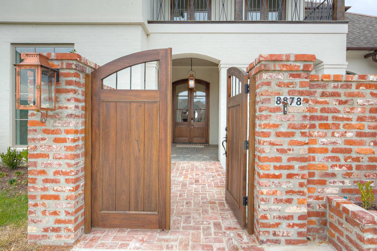 Carriagewood Estates Custom Louisiana Transitional Home - Baton Rouge