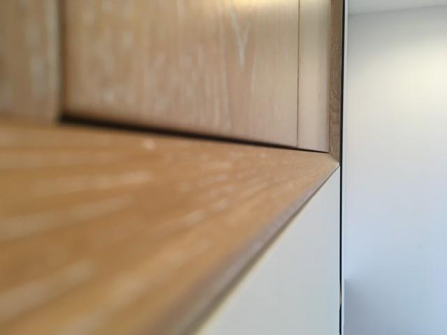 Recupero di un sottoscala e realizzazione di una nuova parete attrezzata moderno