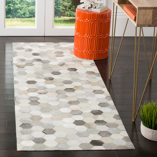 Safavieh Ettie Patchwork Hide Rug, Ivory And Gray, 5&x27;x8&x27;.