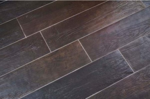 Mixing ceramic/porcelain wood look-a-alike tiles with real wood?
