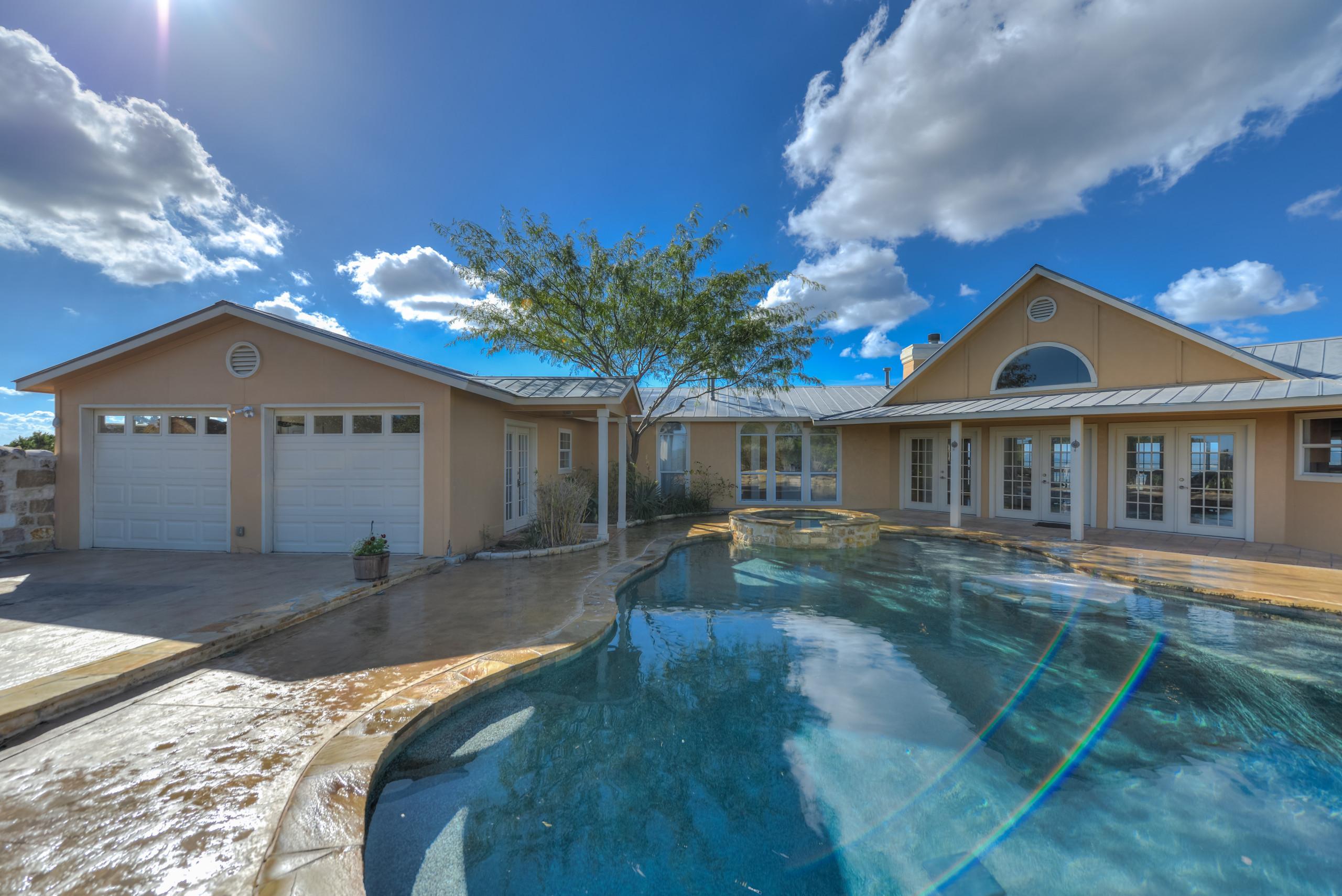 Pipe Creek Freeform Pool/Spa/Outdoor Living