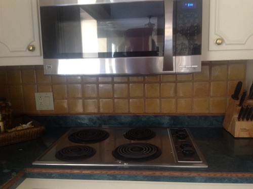 Clearance between gas stove top and microwave above