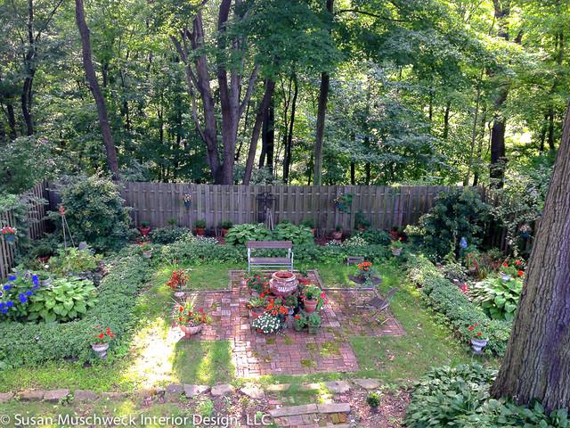 English style backyard garden traditional landscape for Garden interior design style