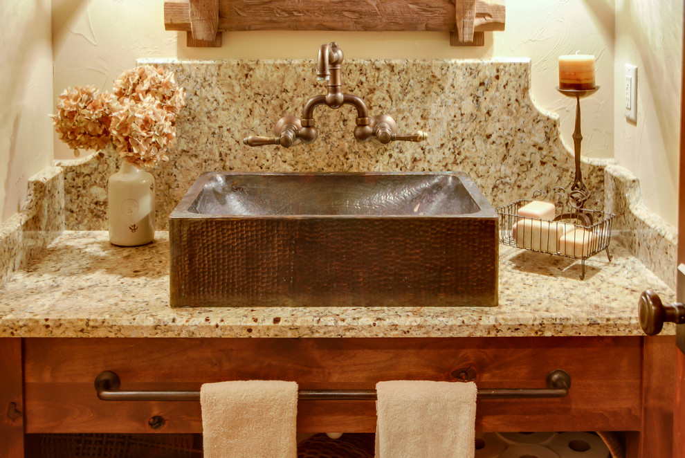 Transitional home design photo in Milwaukee