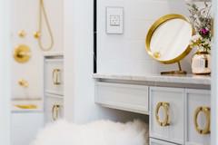 A 53-Sq-Ft Bathroom Undergoes a Glam Transformation