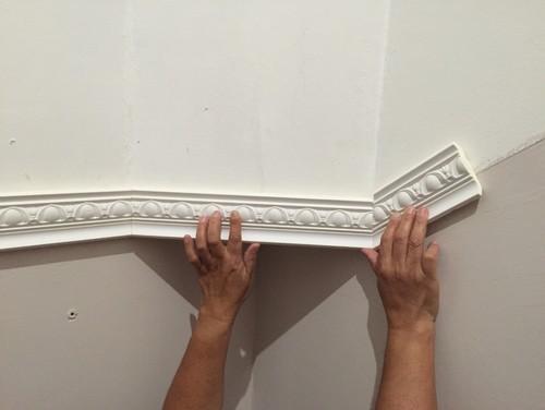 Décoration mur escalier moulure-polystyrène