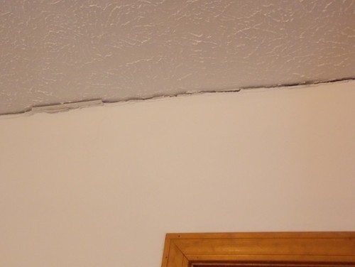 crack in drywall ceiling cause